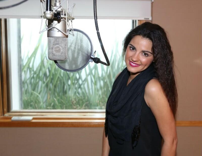 Acompañamos al estudio de grabación a la cantante y actriz minutos antes de preparar el tema principal de 'La Gata', proyecto que le ha dejado importantes experiencias.