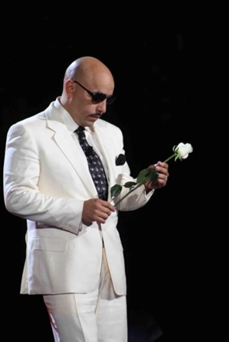 Lupillo Rivera acudió al show, donde asistió vestido de blanco y dejó una rosa del mismo color en el sillón de coach que fuera de su hermana. También dijo unas emotivas palabras en su memoria.
