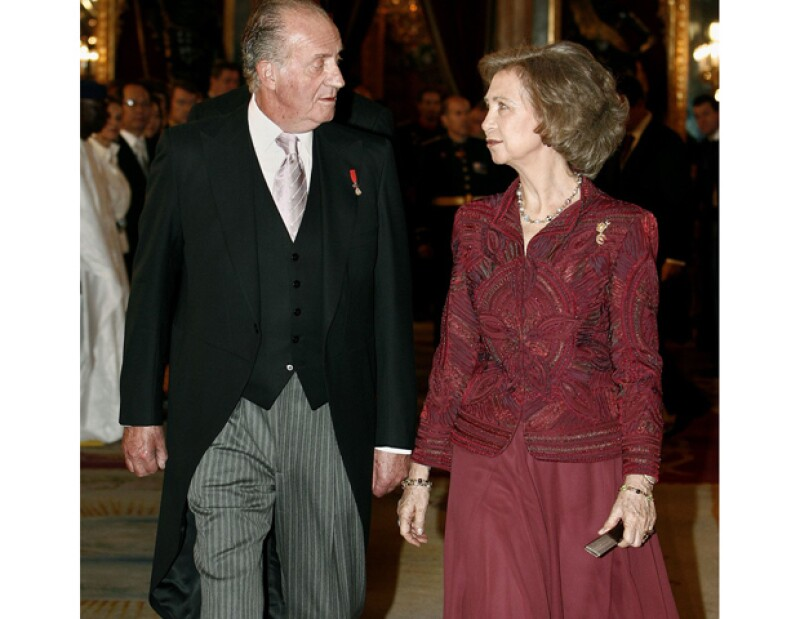 Según informó un medio local, Juan Carlos y Sofía han reunido en el palacio de la Zarzuela a todos sus hijos y nietos para festejar su aniversario.