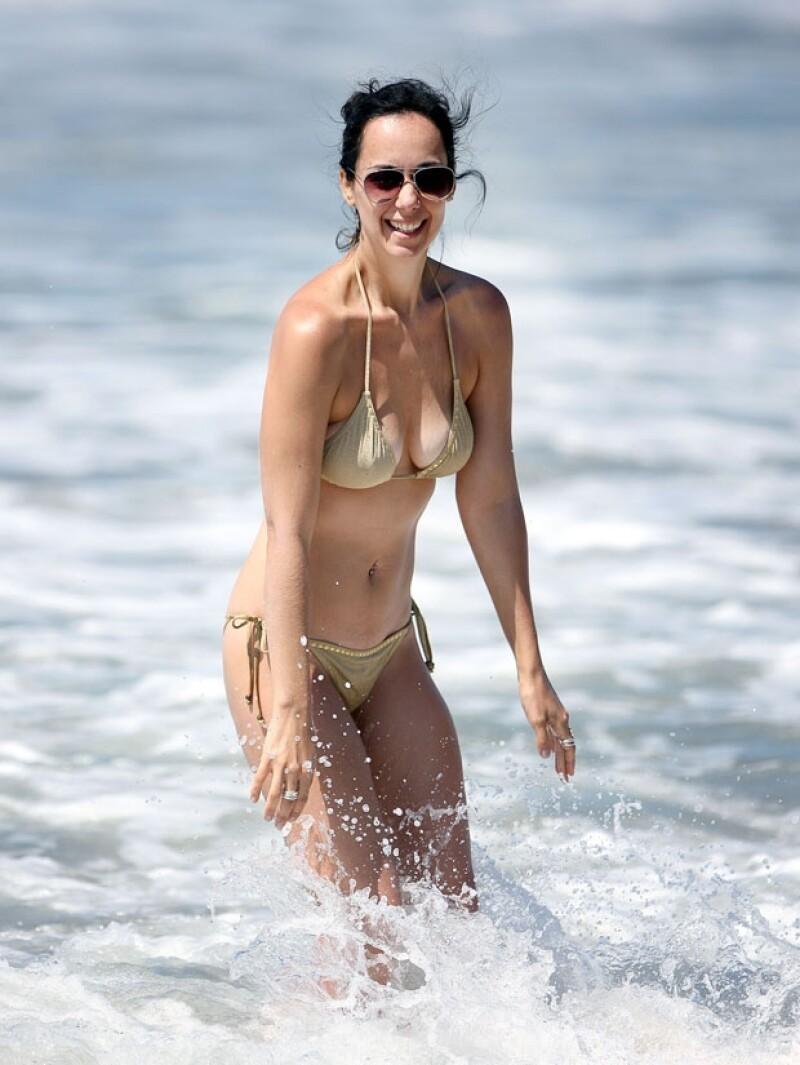 La actriz lució cuerpazo en una escapda a la playa en Santa Mónica, California.