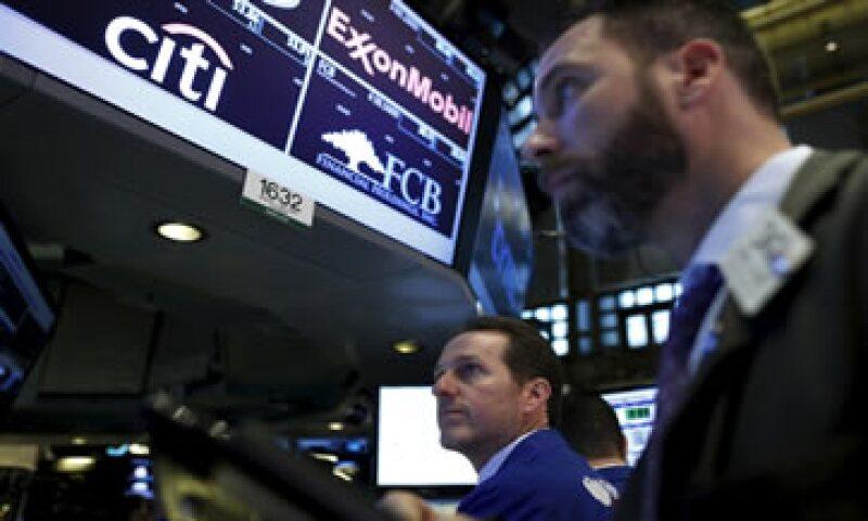 El promedio industrial Dow Jones cedía 0.13% en la Bolsa de Nueva York. (Foto: Reuters)