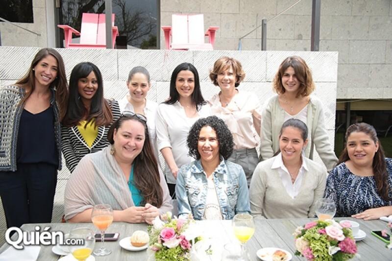 Lidia y Mariana fueron consentidas por su grupo de amigas.