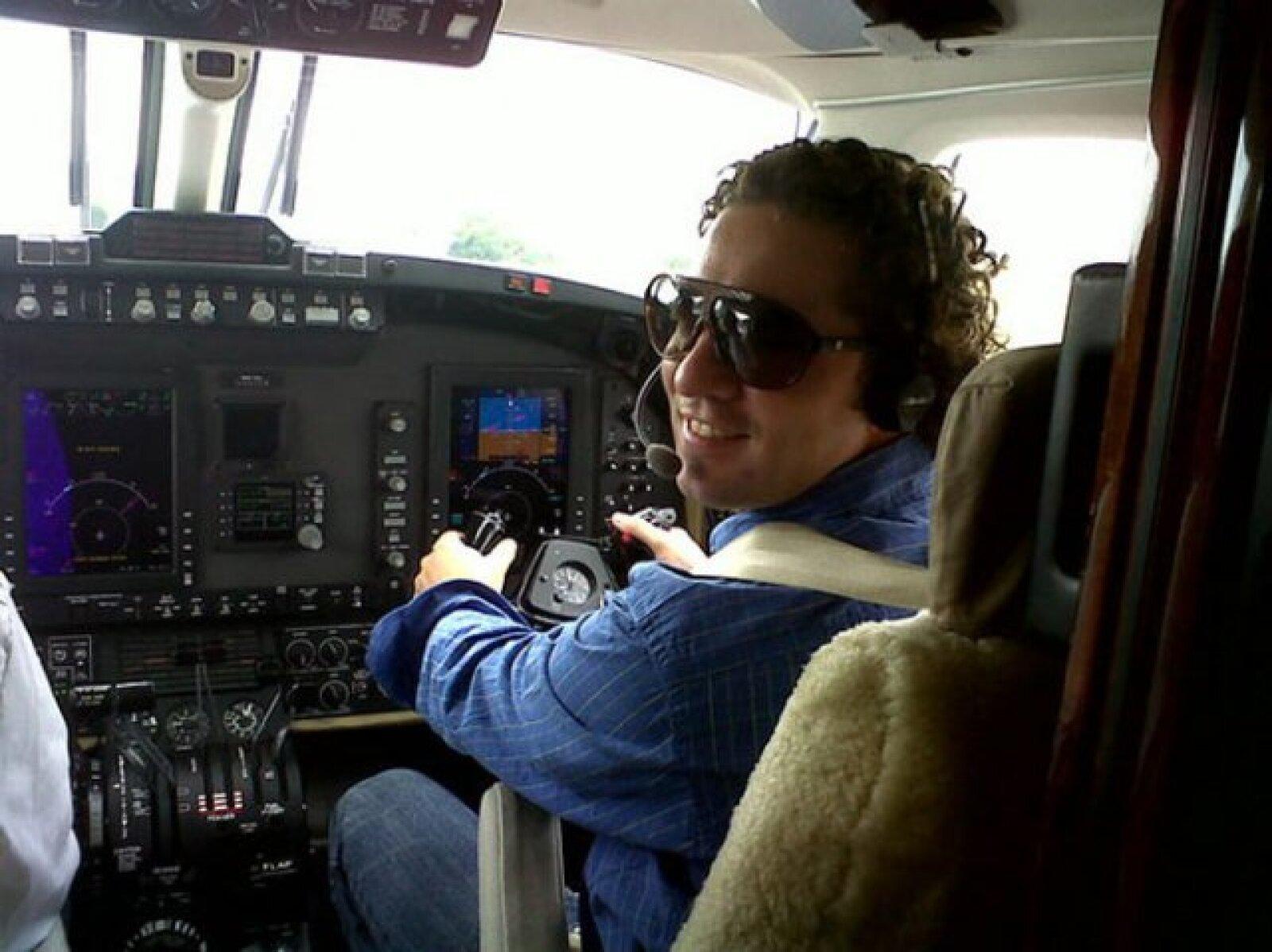 """""""¡¡Confíen en el piloto DB!!"""", dijo en su twitter el guapo David Bisbal."""