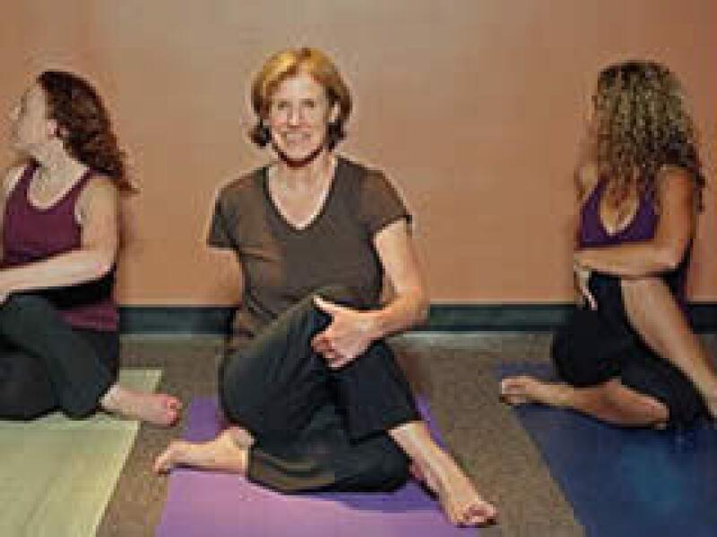 Las personas inscritas en las clases de yoga han aumentado en Estados Unidos. (Foto: Archivo)