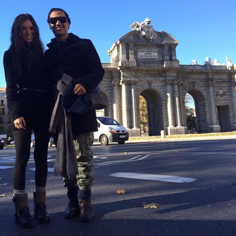 Karla y Alejandro despidiéndose de Madrid en invierno de 2013.