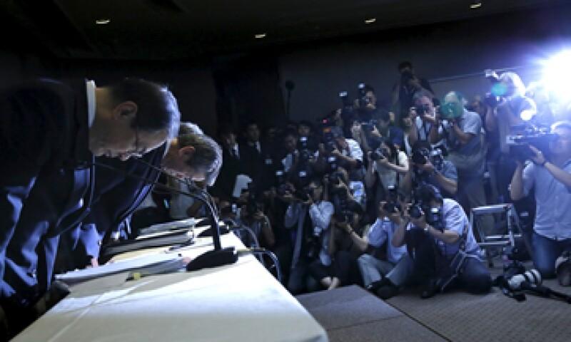 Los directivos de la empresa al final de la conferencia de prensa de este martes. (Foto: Reuters )