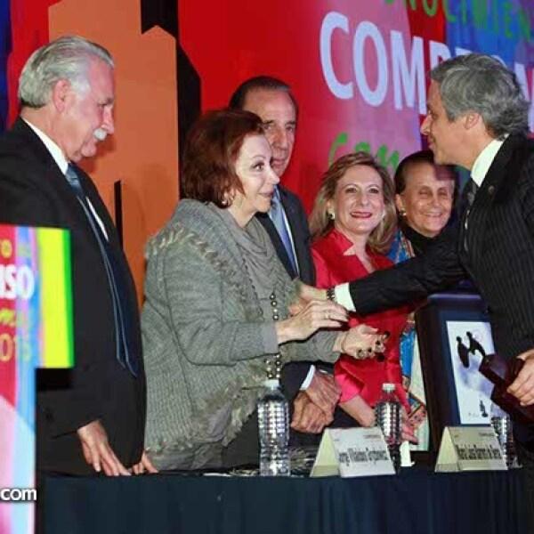 María Luisa Barrera de Serna y Claudio X. González