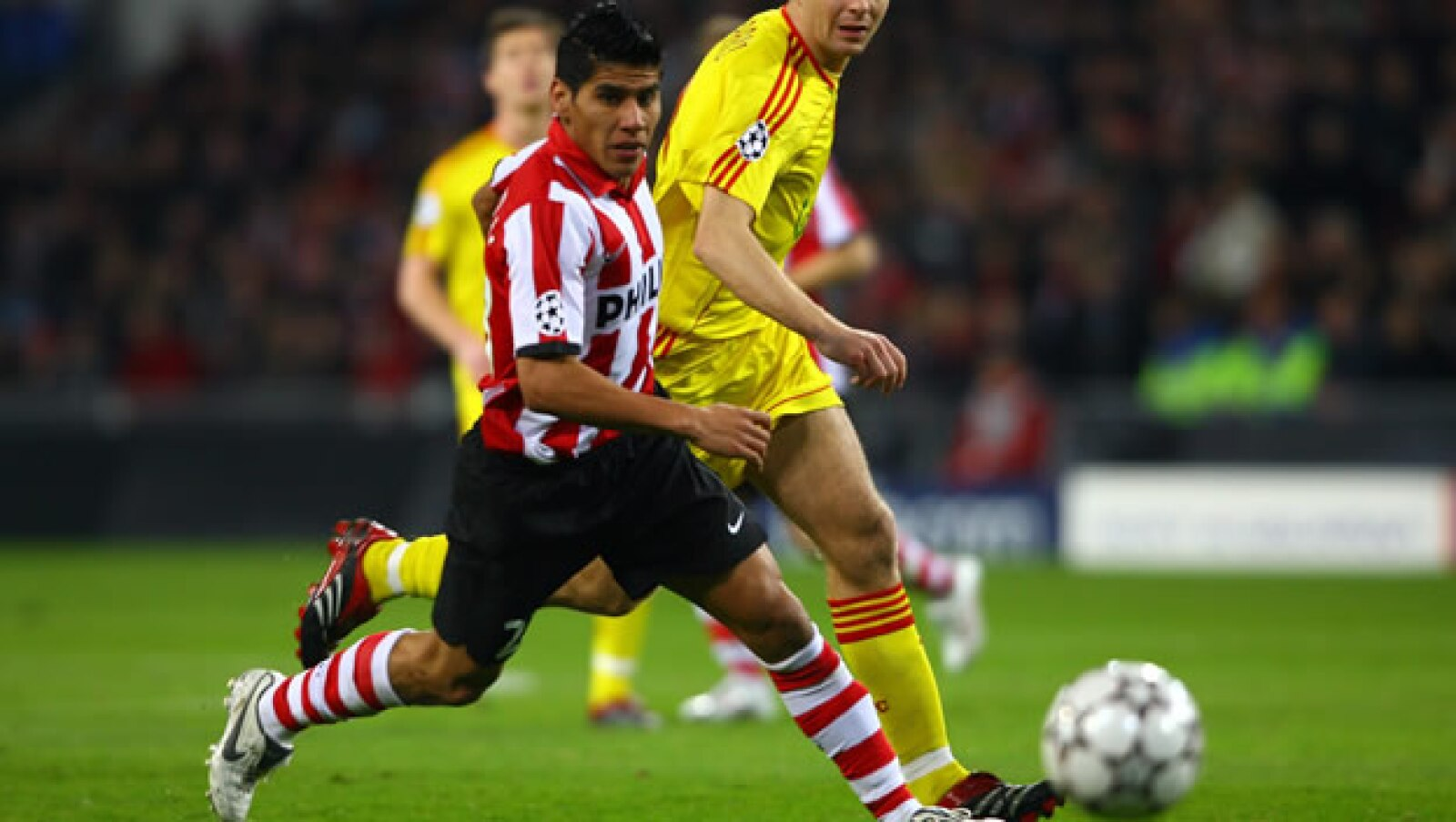 Su destacada actuación en el Mundial de 2006, ayudó a Carlos Salcido a llegar al PSV Eindhoven holandés, con el que ya fue campeón de liga