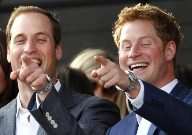 Los príncipes Harry y William se divirtieron mucho.