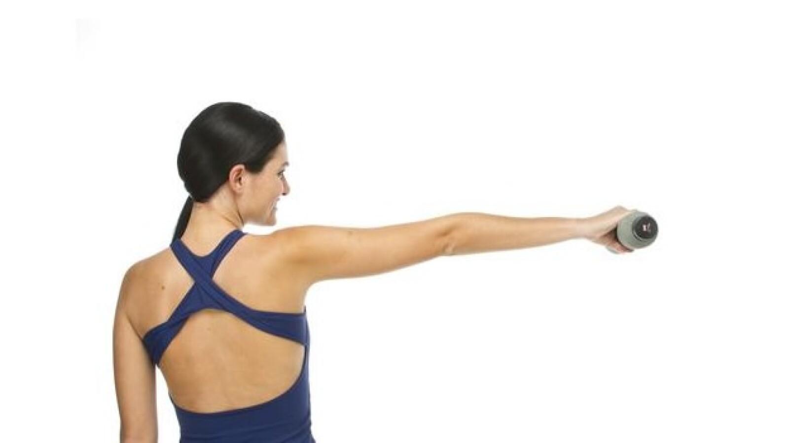 Para ver resultados a la hora de ejercitar los hombros es necesario hacer de 2 a 3 series de los siguientes ejercicios, cada uno con 6 a 12 repeticiones