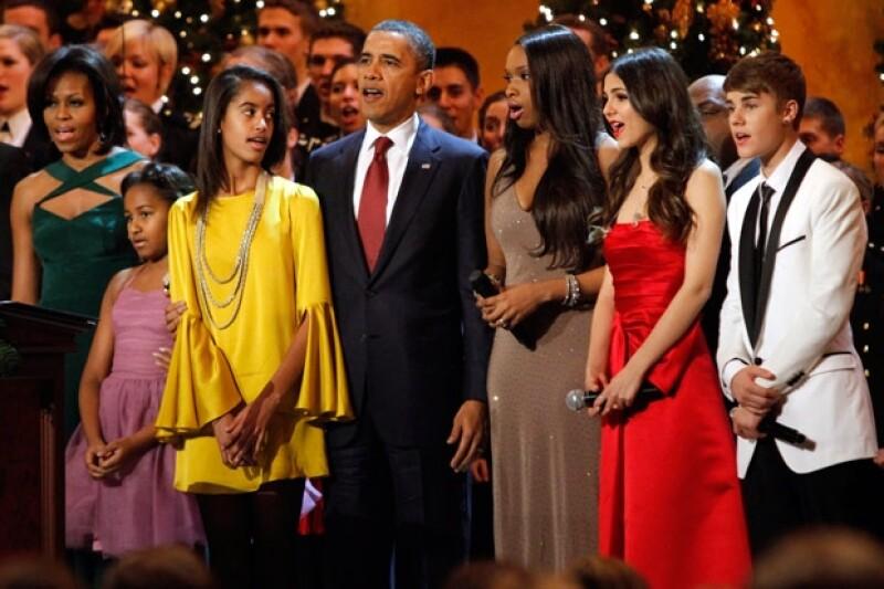 Malia y Sasha, hijas de Barack Obama, lucieron muy contentas de convivir con su ídolo Justin Bieber.