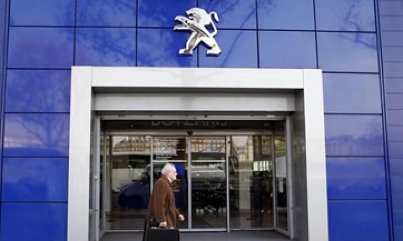 Peugeot es uno de los fabricantes de automóviles más afectados por la crisis económica en Europa. (Foto: Reuters)
