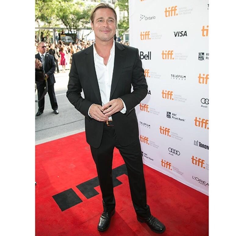 El guapo actor de 49 años asisitió a la premiere de la película en la que actúa y a la vez es productor.