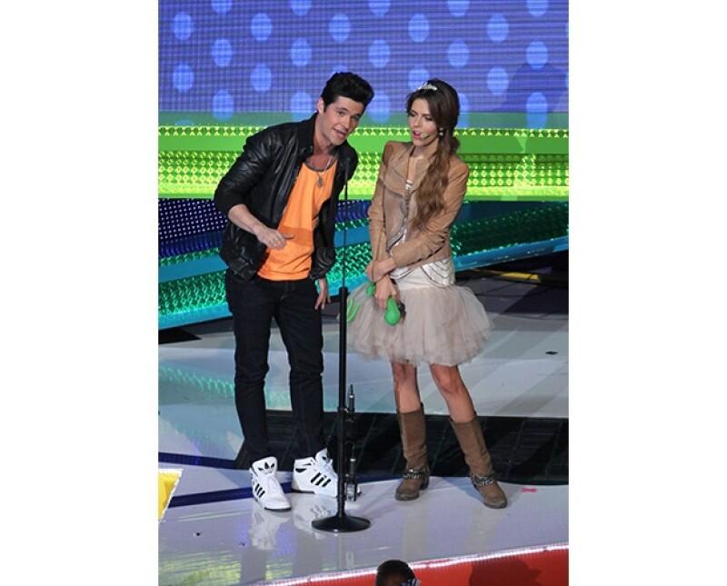 Eleazar Gómez y Claudia Álvarez presentaron un premio juntos.