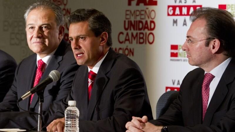 Peña Nieto presenta a Oscar Naranjo como su asesor externo de seguridad