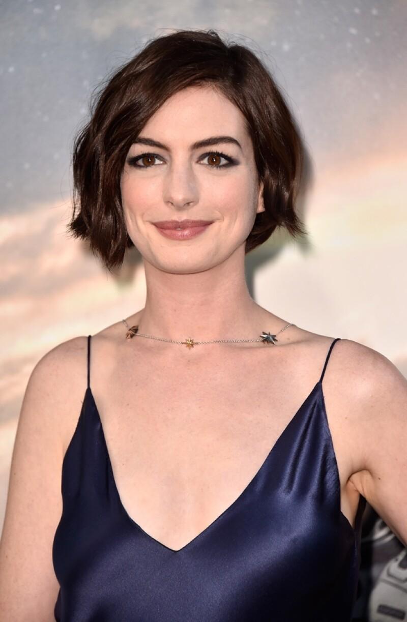 Anne Hathaway junto a Matthew McConaughey y Jessica Chastain protagonizan el nuevo largometraje de Christopher Nolan.