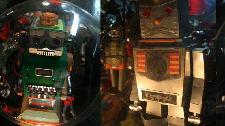 Divertidos juguetes elaborados con metal, con una visión futurista