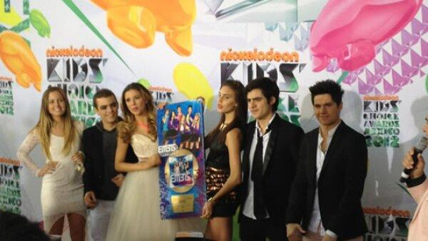 El grupo EME 15 recibió disco de oro por las altas ventas de su disco.