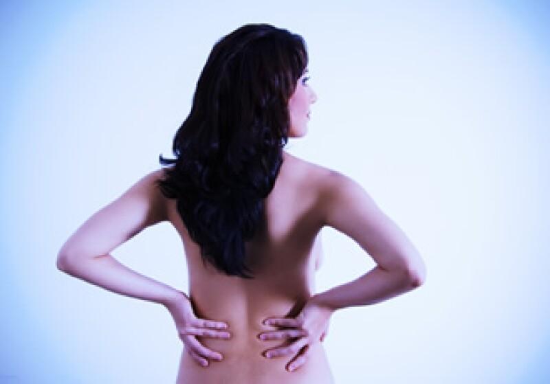La lumbalgia, también conocida como dolor en la parte baja de la espalda, se presenta en ocho de cada 10 personas. (Foto: Photos to go)