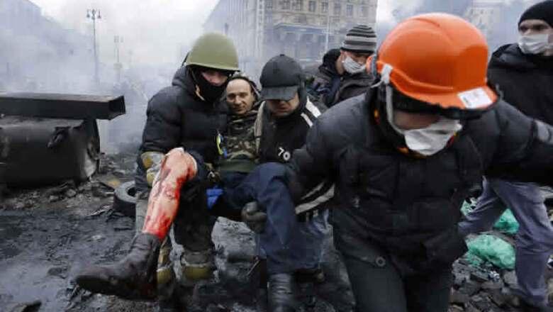 Ucrania vivió el jueves su día más sangriento desde la época soviética con un enfrentamiento armado en el centro de Kiev.