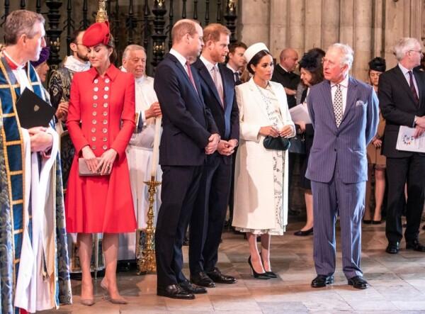 Kate Middleton, príncipe William, príncipe Harry, Meghan Markle y el príncipe Carlos