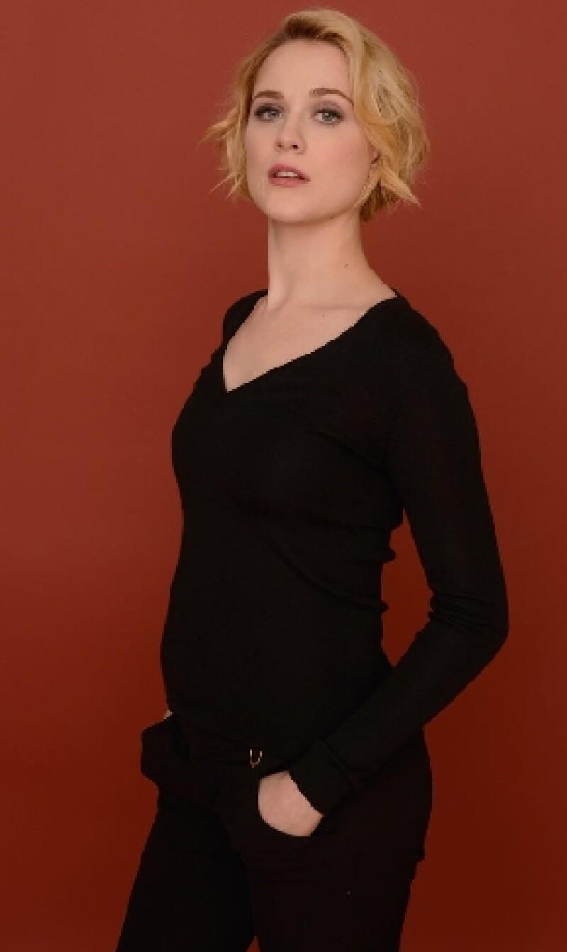 La actriz lució su embarazo bajo un top negro elástico y una pantalón del mismo color mientras promocionaba su nueva película en el Festival de Sundance.