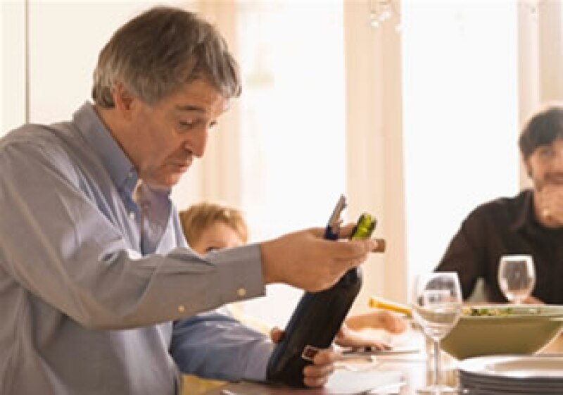 La cata de vino tiene tres etapas: vista, olfato y gusto. (Foto: Jupiter Images)