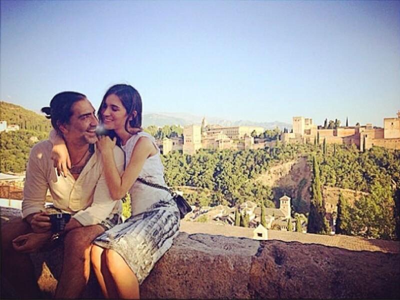 """Mientras """"El Potrillo"""" se encuentra de tour, su novia lo acompaña, aprovechando para tener románticas escapadas en varios puntos turísticos del país."""
