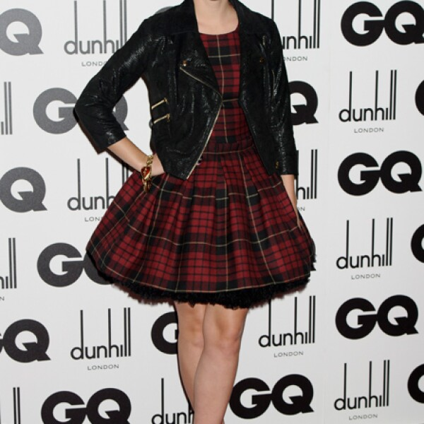 Como buena británica apuesta por firmas de su país como este vestido Alexander McQueen.