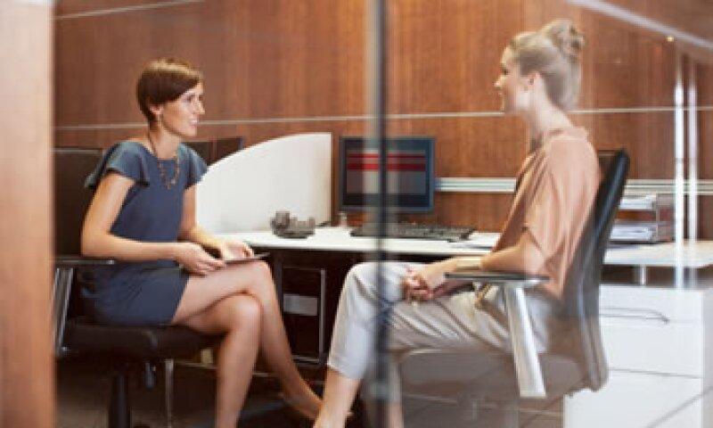 Antes de hablar de sueldos con un reclutador investiga cuánto paga el mercado por la posición que te interesa.(Foto: Getty Images )
