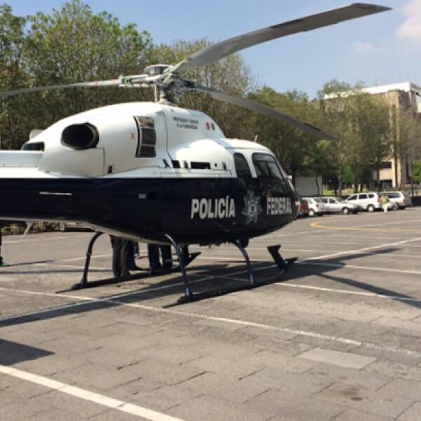 El comisionado de la Policía Federal, Enrique Galindo, quien coordina el operativo de seguridad en San Lázaro, llegó al lugar en helicóptero de ese cuerpo policiaco alrededor de las 12:30 horas.