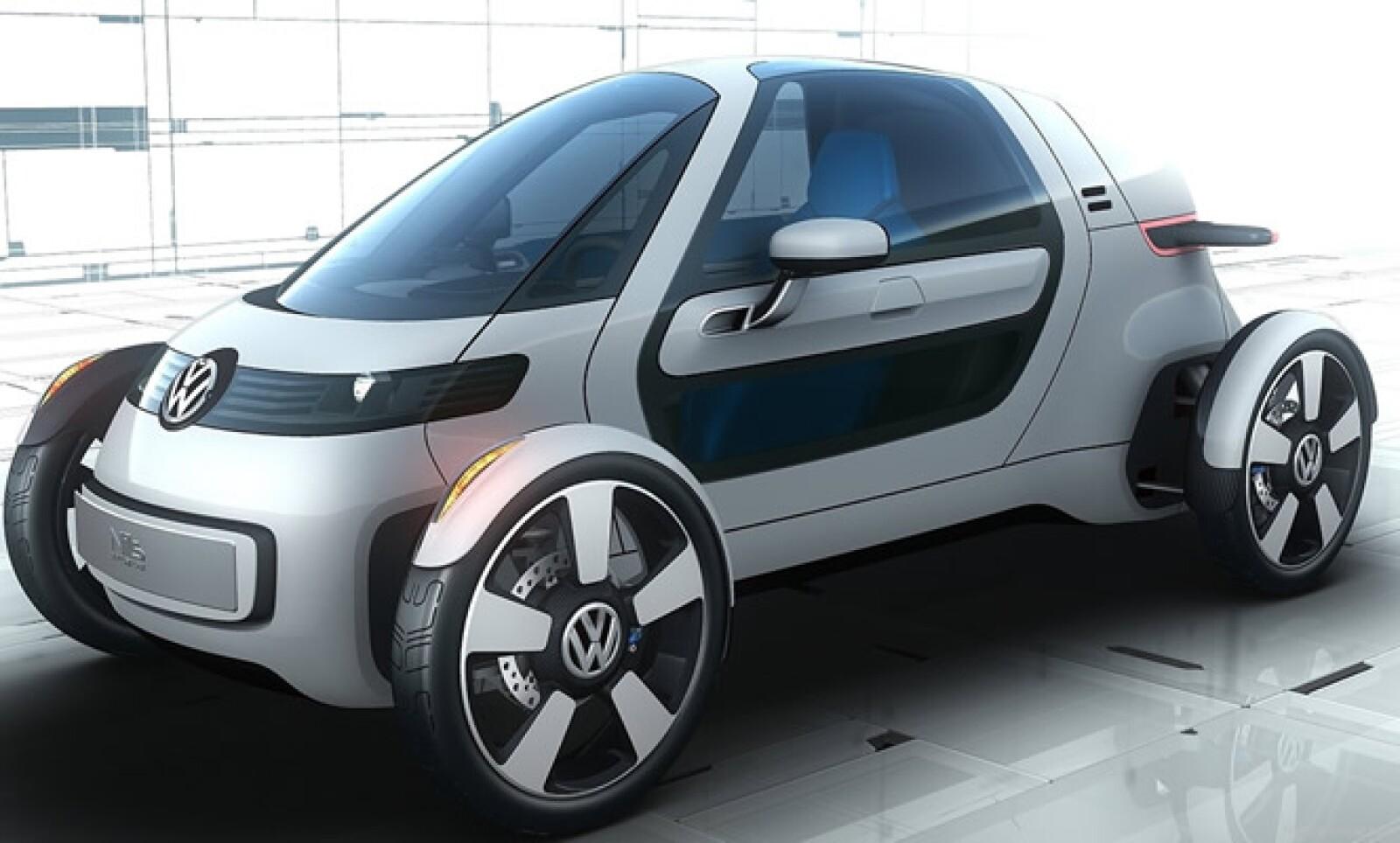 Un nuevo segmento de vehículos urbanos ultra compactos y ligeros con ruedas descubiertas. Supera los tres metros de longitud, incluye puertas alas de gaviota y motor eléctrico con baterías recargables en cualquier enchufe.