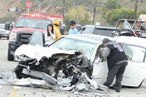 En el accidente, Bruce impactó a un auto blanco que ocasionó una carambola.
