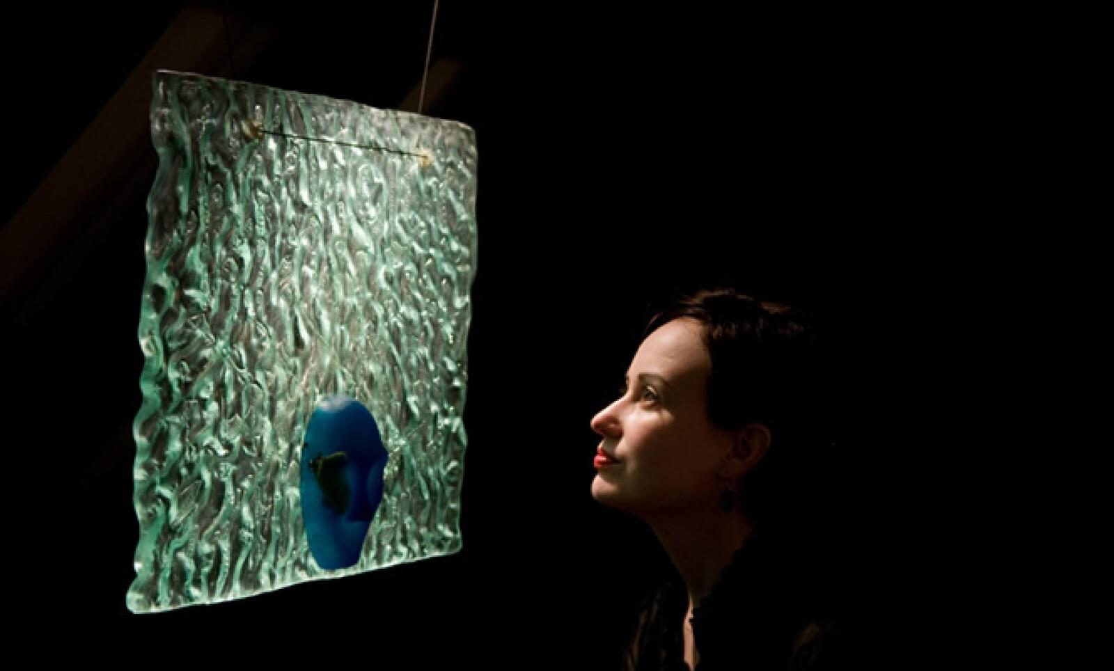 """El ático del museo alberga la colección permanente de arte contemporáneo en vidrio; en la foto aparece la obra """"El Telón"""", elaborada por Sara Sulkin en 1996 y que es parte del acervo permanente del Museo."""