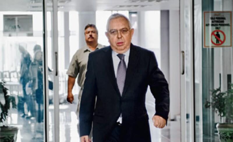 Fernando Turner, CEO de Katcon, llega al aeropuerto de Toluca en un vuelo comercial (y de bajo costo) para editar ExpansiónCEO. Uno de los valores de su empresa es la austeridad. (Foto: Alejandro Hernández Olvera)