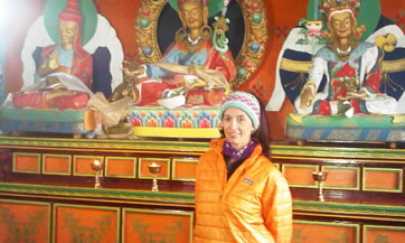Claudia González, es parte de un seminario sobre liderazgo impartido en los Himalayas, en el monasterio de Tengboche, en Nepal. (Foto: Especial)