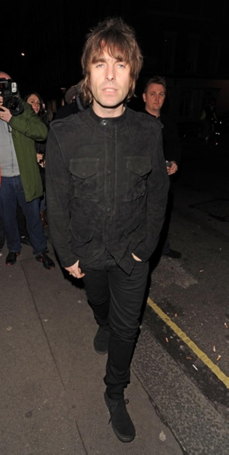 Liam Gallagher se declaró un Belieber, luego de defender al canadiense de las acusaciones por su irreverente comportamiento y justificó que Bieber llegara dos horas tarde a su concierto en Londres.