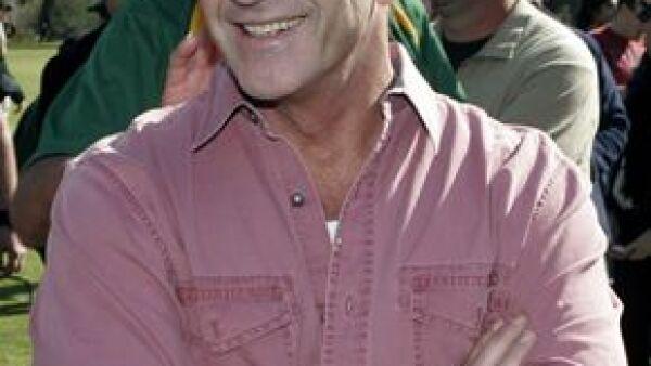 El actor y director donó un millón de dólares al estado de Veracruz y así financiar la construcción de viviendas para las víctimas del huracán Stan.