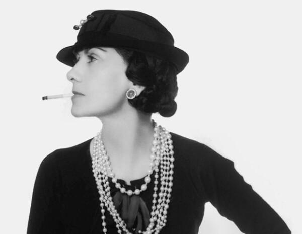 Celebramos en aniversario de Coco Chanel con un recuento de sus mejores aportaciones al mundo de la moda y las cuales, hasta la fecha son un ícono de estilo y elegancia.