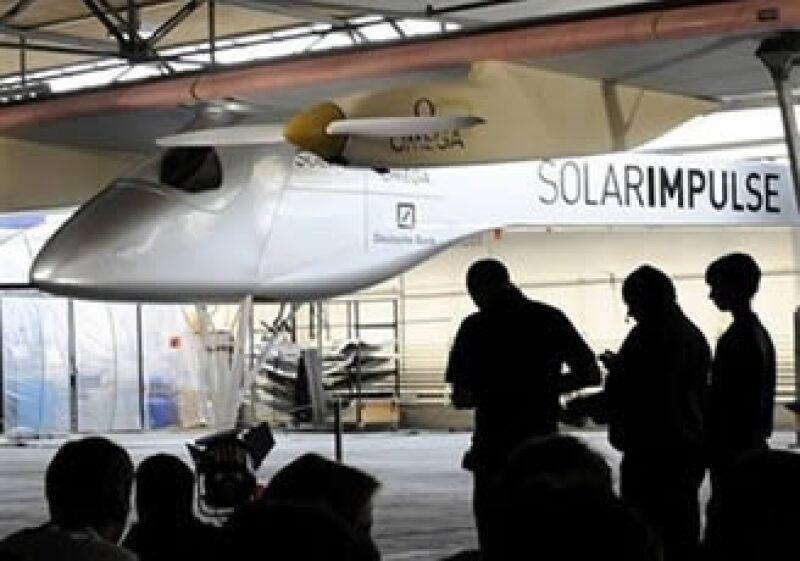 El Solar Impulse utilizará baterías de litio para poder sobrevolar durante las noches. (Foto: AP)