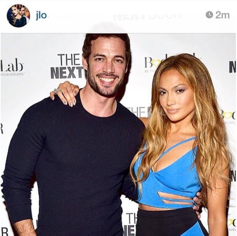 La cantante eliminó una foto de su red social en la que aparece con el actor en una red carpet ayer. ¿Habrá sido por los recientes rumores de una relación entre los dos?