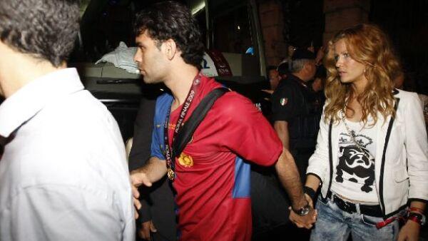 Después de que el Barça ganara la Champions League en la capital italiana, el defensa del equipo blaugrana y su novia salieron de fiesta con el resto de los jugadores.