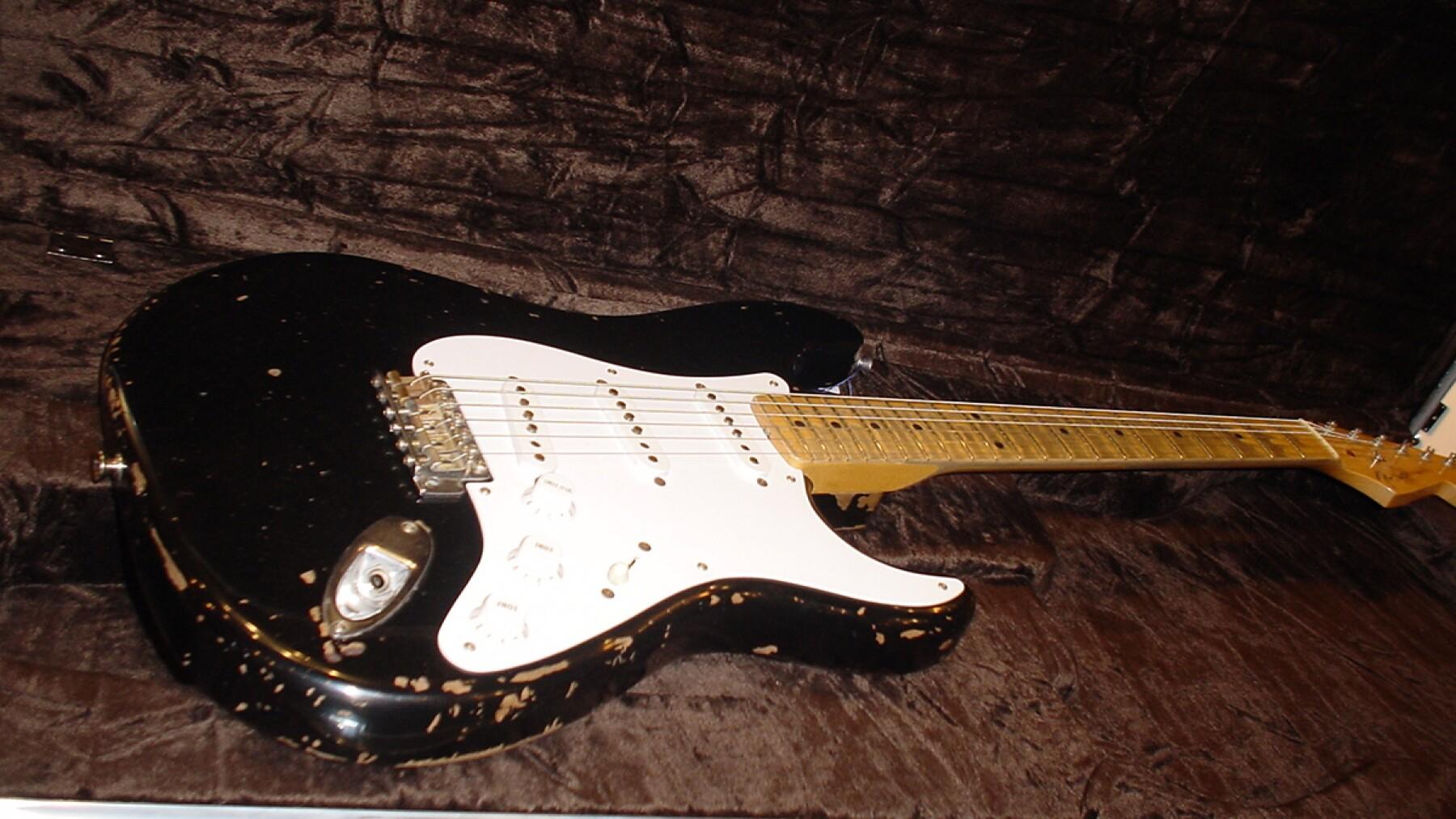 """Fender Stratocaster """"Blackie"""" - 959,000 dólares"""