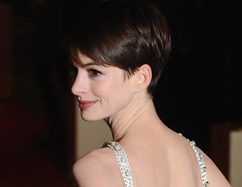 Conoce los detalles del vestido de Givenchy Couture que la actriz usó para el estreno mundial de su película más reciente, y cuéntanos qué opinas del look.