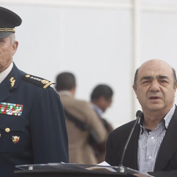 El procurador Jesús Murillo Karam informó que Guzmán Loera fue capturado a las 6:40 horas