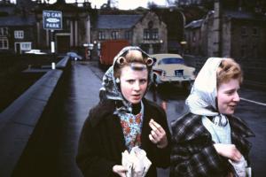 Curlers and Chips (1965), de John Bulmer, para la revista Sunday Times Magazine