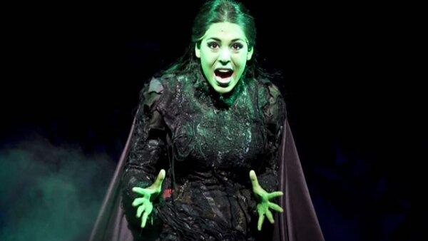 Danna Paola encarna a la bruja Elphaba.
