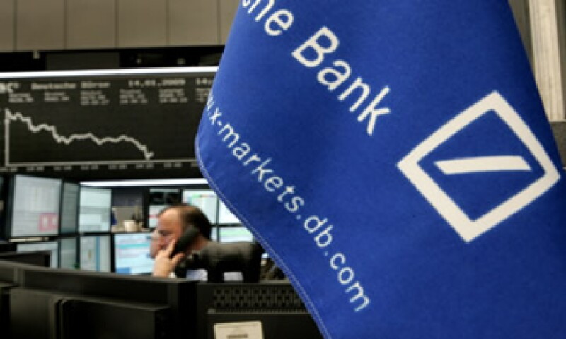 Deutsche Bank y otros bancos europeos necesitarán captar millones de euros para cumplir con un objetivo de capital básico. (Foto: AP)