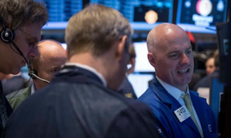 El Dow Jones baja 0.58% tras darse a conocer el dato del PIB en Estados Unidos. (Foto: Reuters)