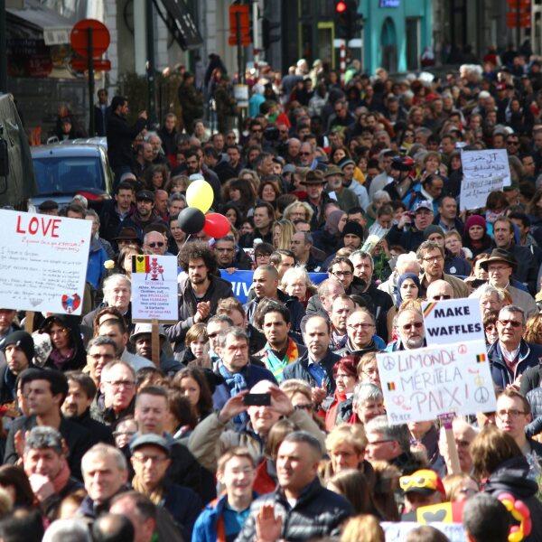 Miles de personas se dieron cita el pasado 17 de abril en una marcha contra el terror y el odio, en repudio a los atentados. El acto concluyó la lectura de mensajes enviados por los heridos y familiares fallecidos.
